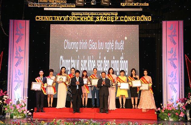 Công ty cổ phần tư vấn phát triển sức khỏe Việt Nam vinh dự lọt vào top 10 thương hiệu chăm sóc sức khỏe chất lượng vàng 2016