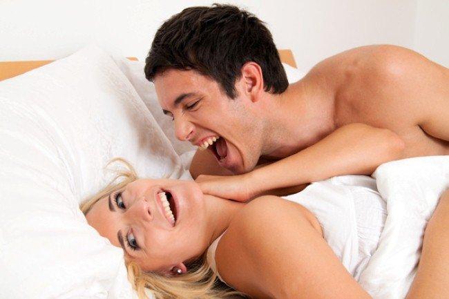 Giả vờ ngủ cho chồng thủ dâm