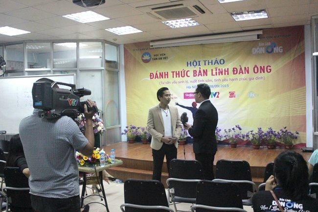 Nguyễn Bá Toàn được phỏng vấn bởi đài VTV