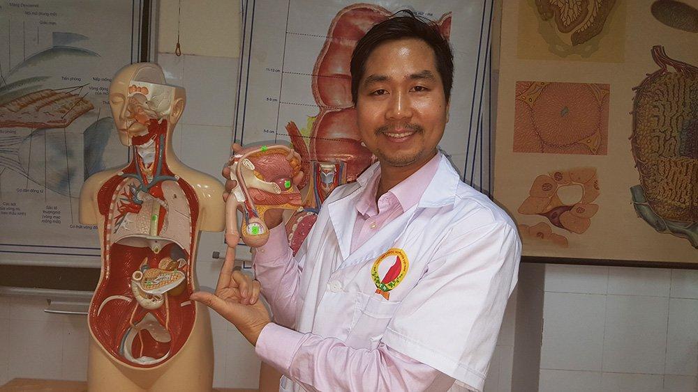 Chuyên gia Nguyễn Bá Toàn tại lớp giải phẫu sinh lý người - Học viên y dược học cổ truyền Việt Nam