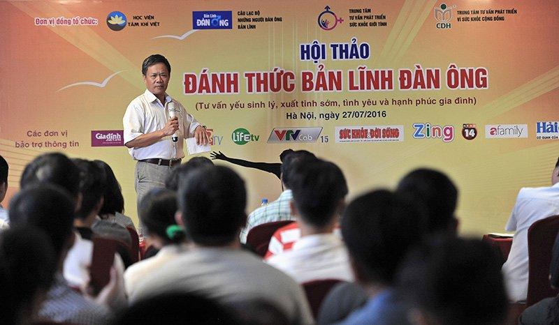 Bác sĩ Trần Văn Hùng - Bác sĩ chuyên về sản khoa, nguyên là giảng viên Đại Học Y Hà Nội chia sẻ tại sự kiện