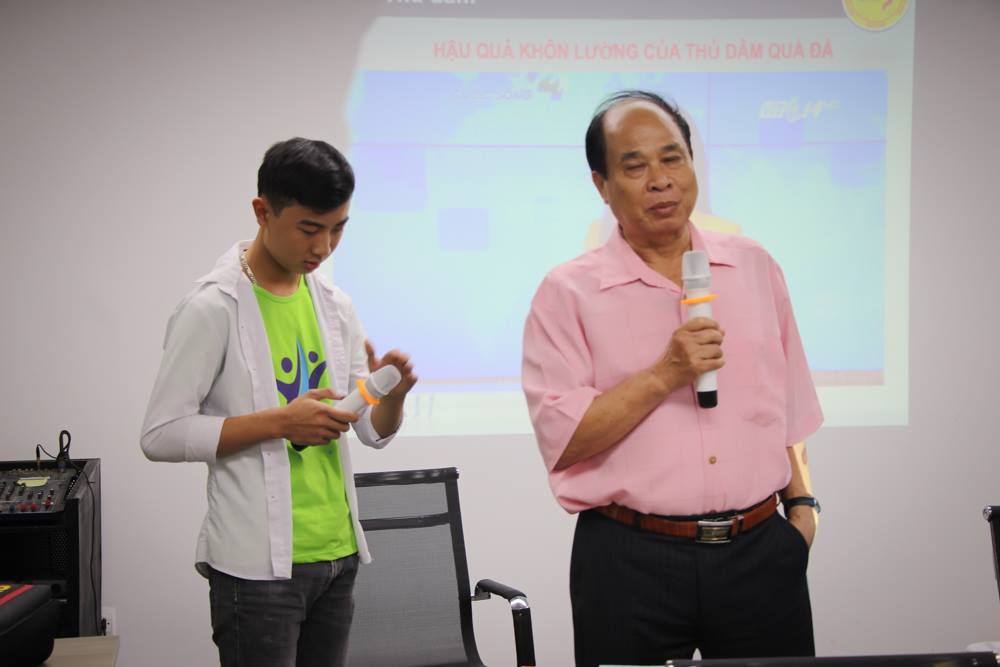 Không thể thiếu trong các chương trình tư vấn là nguyên thứ trưởng y tế - Nguyễn Thiện Trưởng