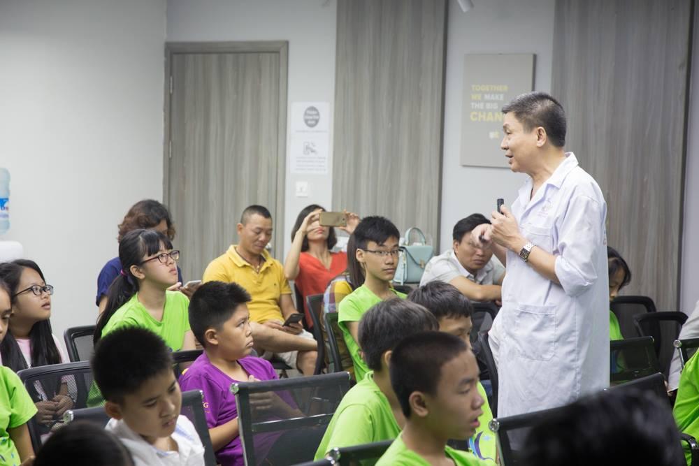 Bác sĩ, thầy thuốc ưu tú Nguyễn Đình Bách chia sẻ tại buổi tư vấn